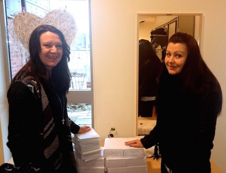 Helene Törnqvist tar glatt emot 300 linjerade block av Sara Cak på Otimo.