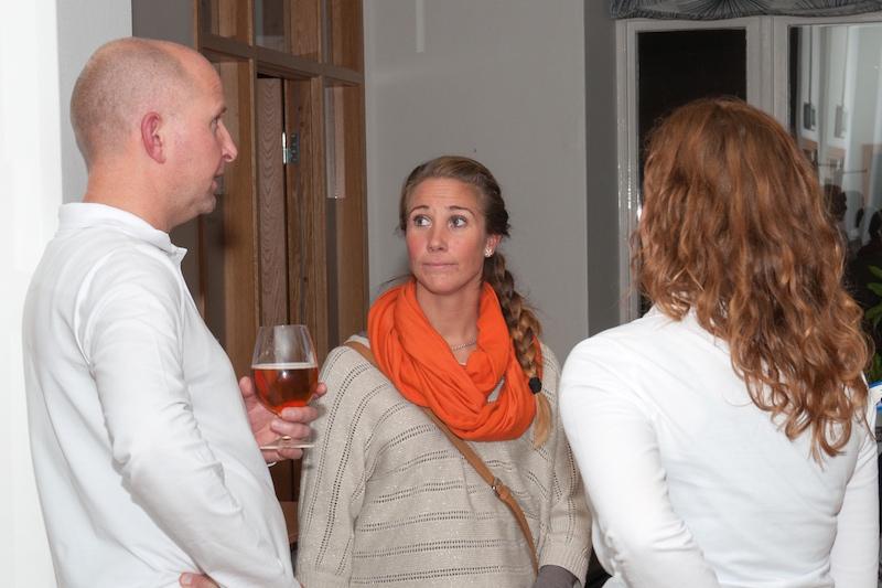 Petra Griekspoor från E-hälsoinstitutet samspråar med Pelle och Selma från Otimo.
